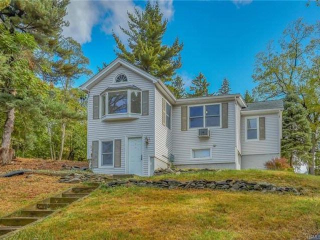 3 BR,  2.00 BTH Raised ranch style home in Fishkill
