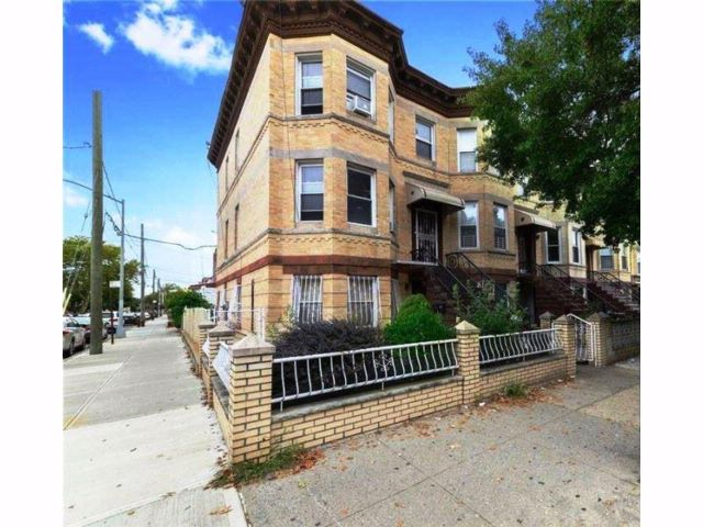 Studio,  3.00 BTH  Multi-family style home in Bensonhurst