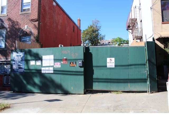 Lot <b>Size:</b> 2500 Land style home in Bronx