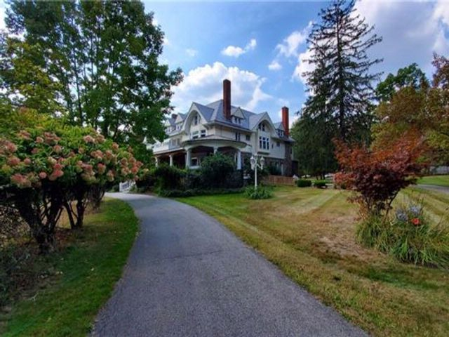 6 BR,  4.50 BTH  Estate style home in Highland Mills