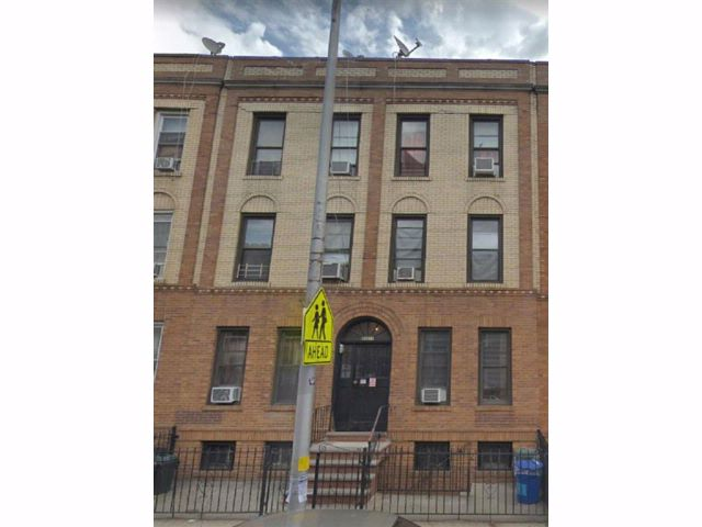 12 BR,  0.00 BTH Multi-family style home in Woodside