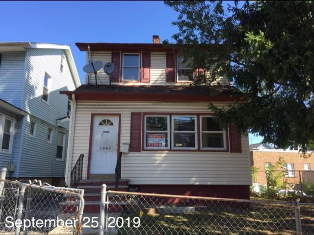 3 BR,  1.00 BTH  Colonial style home in Newark