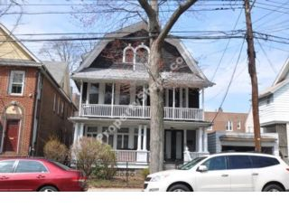 7 BR,  4.00 BTH  Colonial style home in North Riverdale