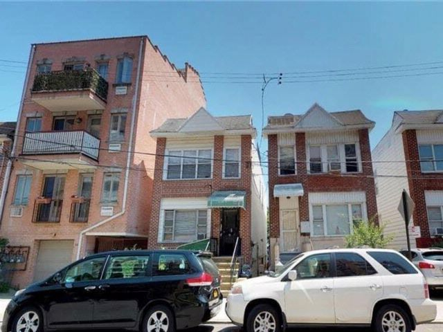 Studio,  3.00 BTH  Multi-family style home in Brighton Beach