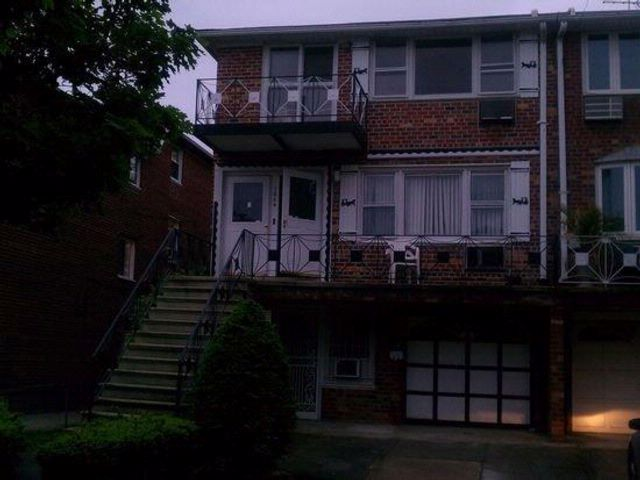3 BR,  1.00 BTH  Multi-family style home in Georgetown