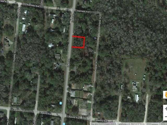 Lot <b>Size:</b> 0.27 Land style home in New Port Richey