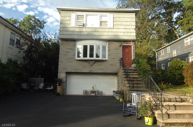 3 BR,  1.00 BTH House style home in Montclair