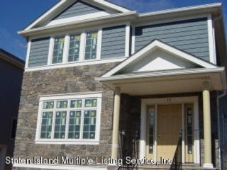 4 BR,  4.00 BTH Colonial style home in Westerleigh