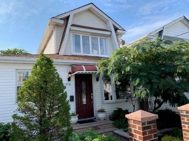3 BR,  3.00 BTH Single family style home in Flatlands