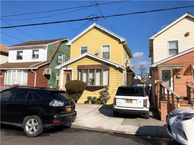 3 BR,  1.00 BTH  Single family style home in Gravesend