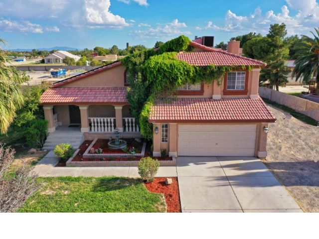 3 BR,  2.50 BTH  2 story style home in Las Vegas