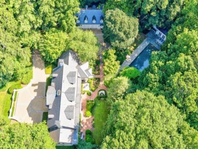 Lot <b>Size:</b> 2.52 Land style home in Atlanta