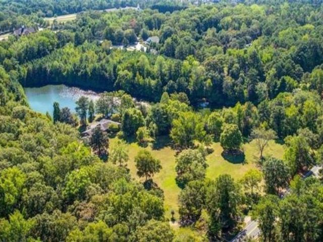 Lot <b>Size:</b> 24  Land style home in Roswell