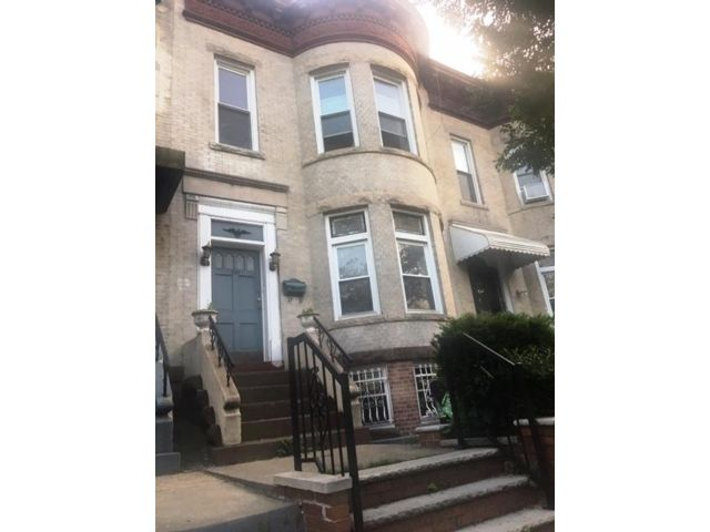 5 BR,  2.00 BTH   style home in Brooklyn