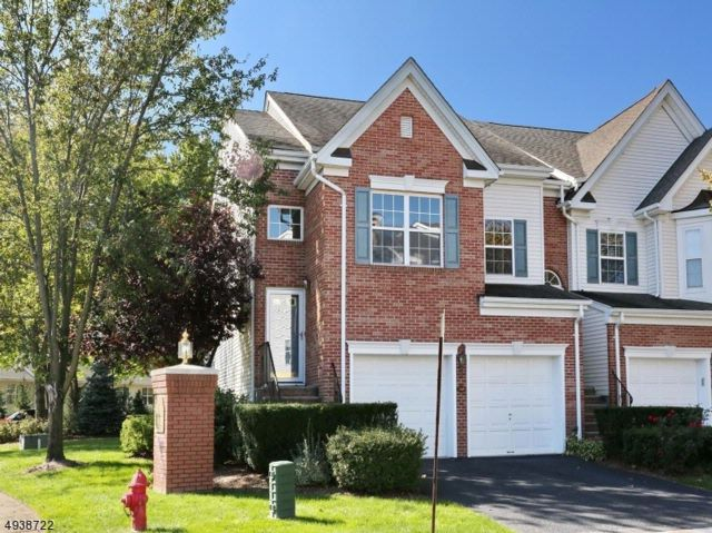 3 BR,  3.00 BTH Townhouse-end u style home in Nutley