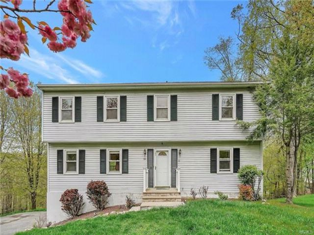 3 BR,  2.50 BTH Colonial style home in Highland Mills