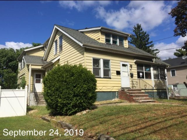 4 BR,  2.00 BTH  2 story style home in Roselle