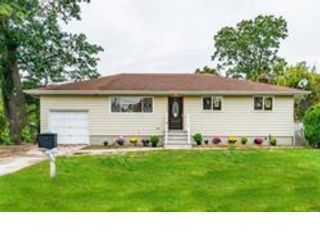4 BR,  2.00 BTH Exp ranch style home in Bay Shore