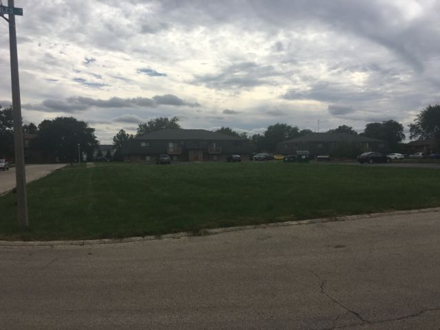 Lot <b>Size:</b> 0.24 Land style home in Lockport