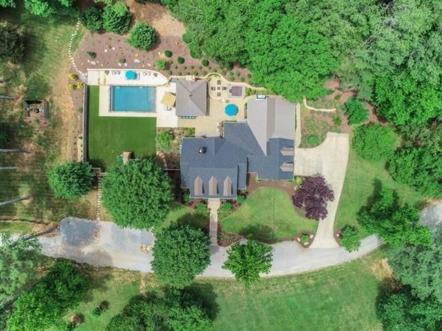 Lot <b>Size:</b> 12.22 Land style home in Milton