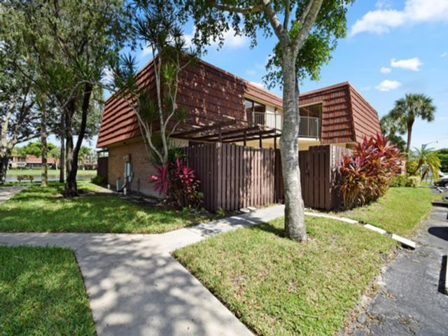 3 BR,  2.50 BTH Townhouse style home in Boca Raton
