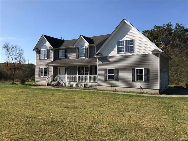 4 BR,  2.50 BTH Colonial style home in Blooming Grove