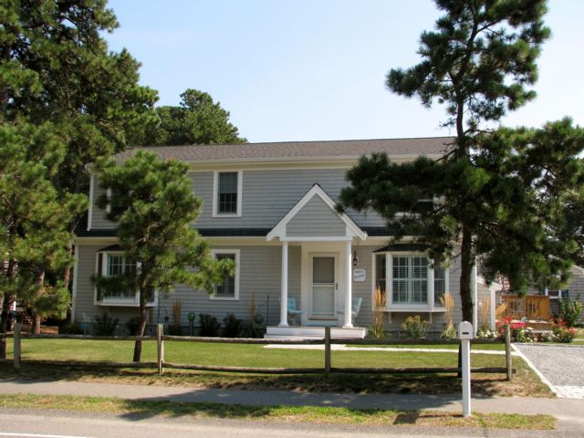 3 BR,  2.00 BTH  Cape style home in West Dennis