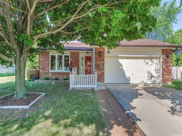 3 BR,  2.50 BTH Traditional style home in Schaumburg