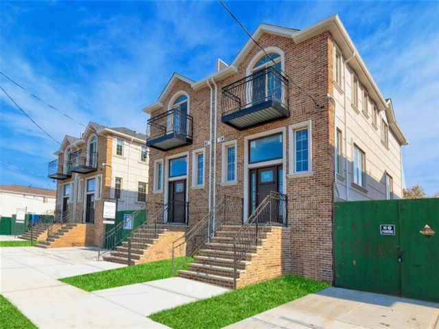 3 BR,  3.00 BTH Single family style home in Bergen Beach