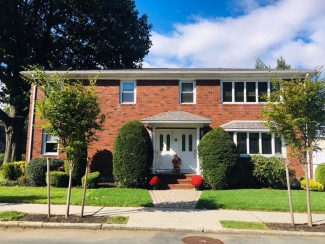 6 BR,  2.00 BTH  Multi-family style home in Westerleigh