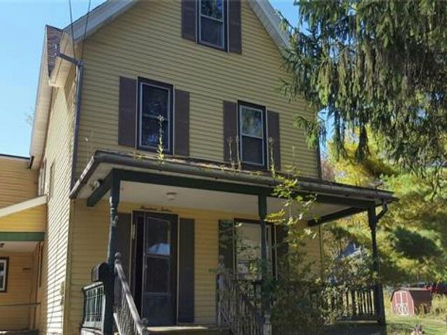 5 BR,  1.50 BTH Victorian style home in Liberty