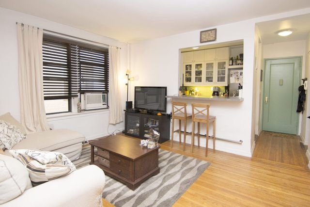 1 BR,  1.00 BTH Coop style home in Astoria