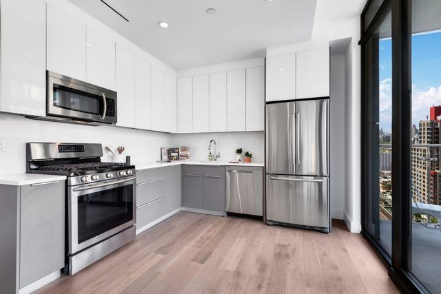 2 BR,  2.00 BTH  Apartment style home in Long Island City