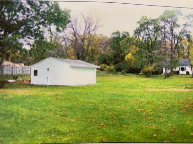 Lot <b>Size:</b> 0.48  Land style home in Lake Zurich