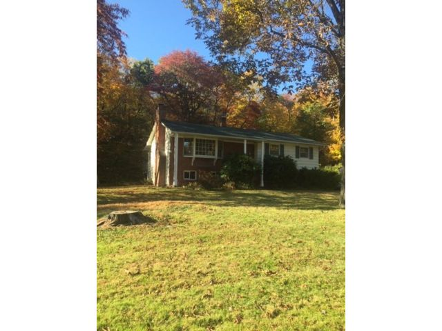 3 BR,  1.00 BTH Raised ranch style home in Woodstock