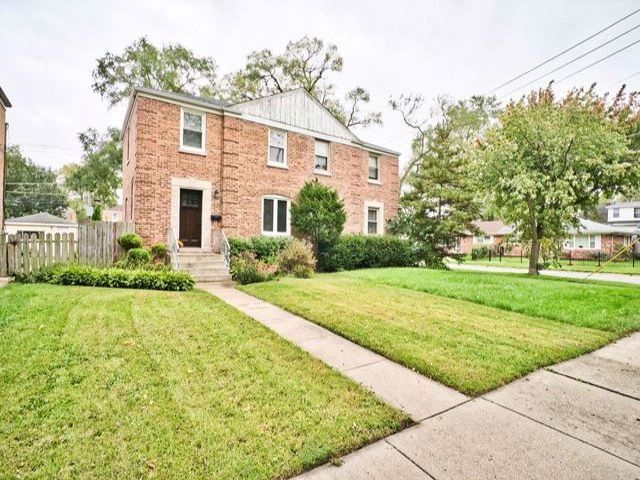 2 BR,  2.00 BTH House style home in Des Plaines