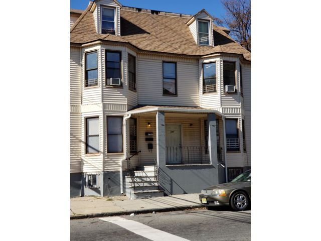 3 BR,  1.00 BTH Apartment style home in Newark