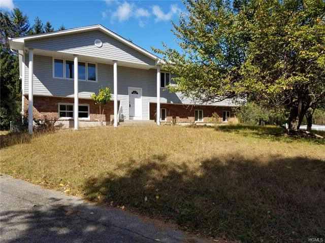 6 BR,  3.00 BTH Raised ranch style home in Spring Valley