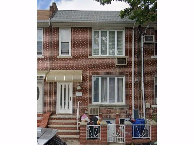 4 BR,  3.00 BTH  Multi-family style home in Gravesend
