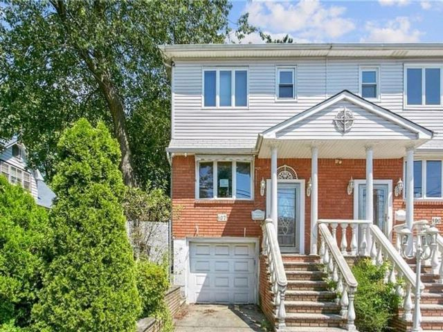 3 BR,  2.00 BTH Single family style home in Bay Terrace