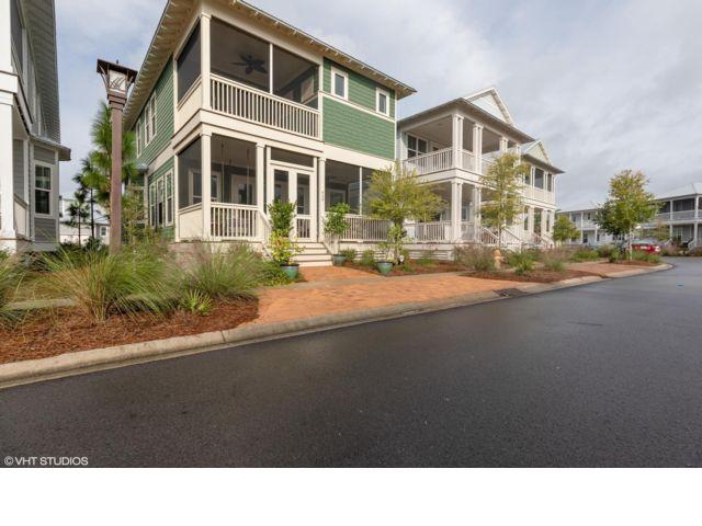 4 BR,  3.50 BTH 2 story style home in Santa Rosa Beach