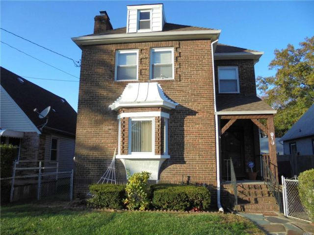3 BR,  2.50 BTH Colonial style home in Baldwin