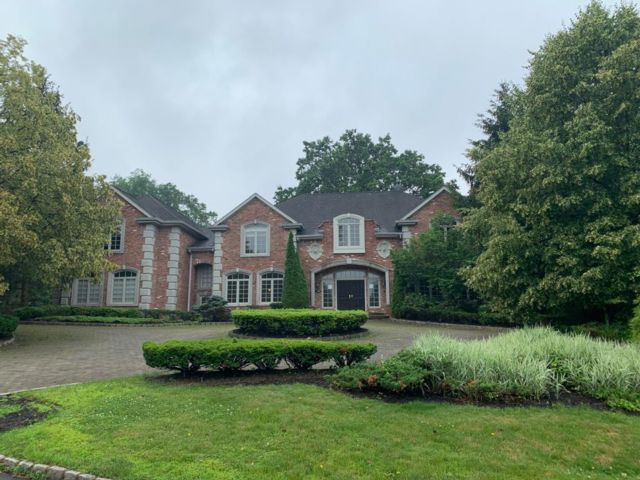 6 BR,  7.50 BTH Colonial style home in Cresskill