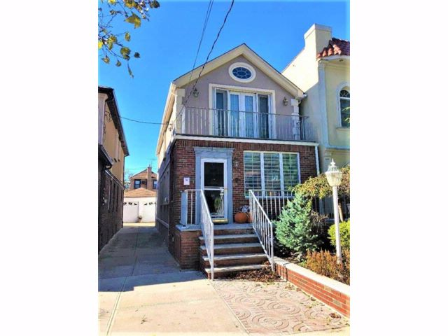 3 BR,  2.00 BTH  Single family style home in Bensonhurst
