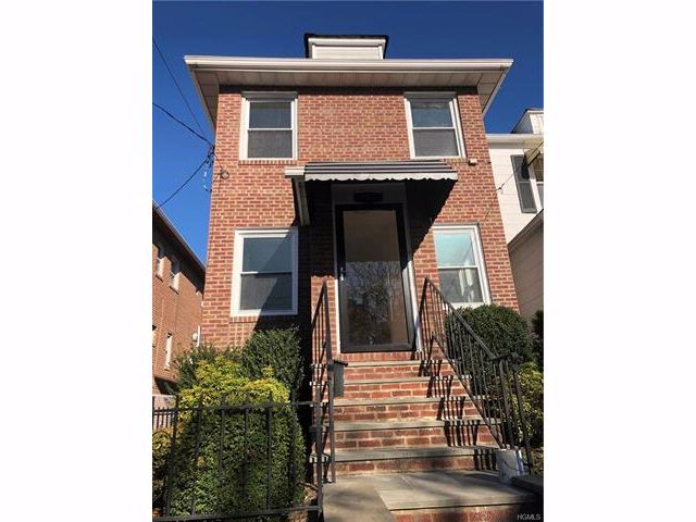 3 BR,  2.00 BTH  Two story style home in Throggs Neck