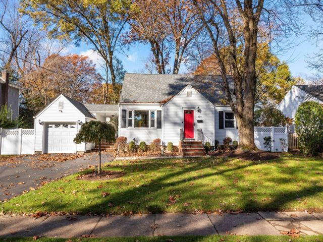 4 BR,  2.00 BTH  Cape style home in Township Of Washington