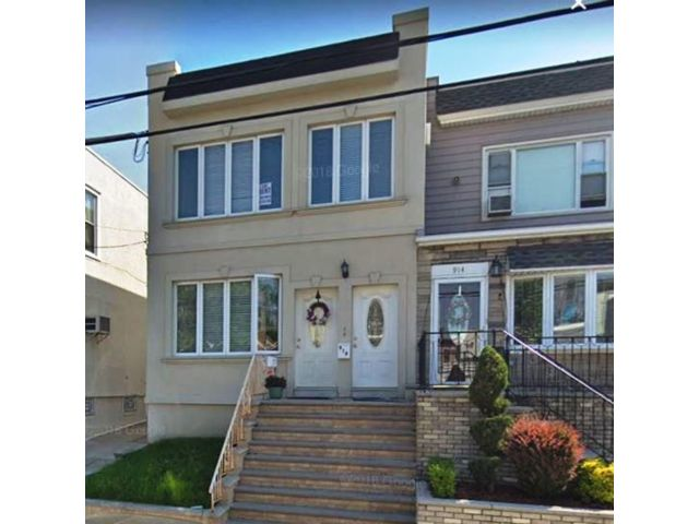 5 BR,  2.00 BTH  2 story style home in Brooklyn