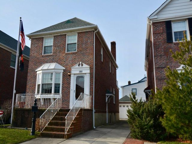 3 BR,  1.50 BTH 2 story style home in Belle Harbor