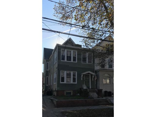 7 BR,  3.00 BTH  Contemporary style home in Bayonne