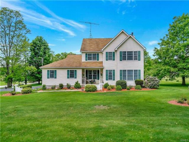 4 BR,  2.50 BTH Colonial style home in Walden